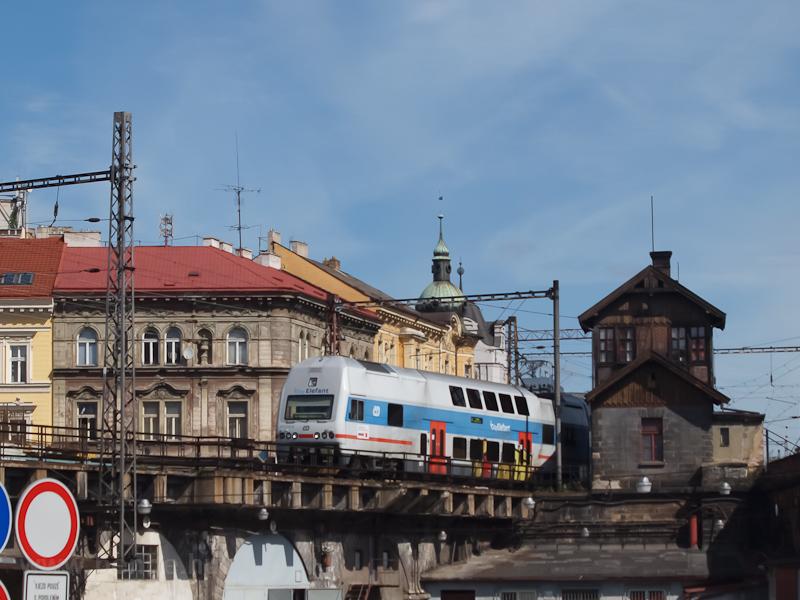 A ČD 471 010-9 érkezik Praha Masarykovo nádražíra Hnìvicéből fotó