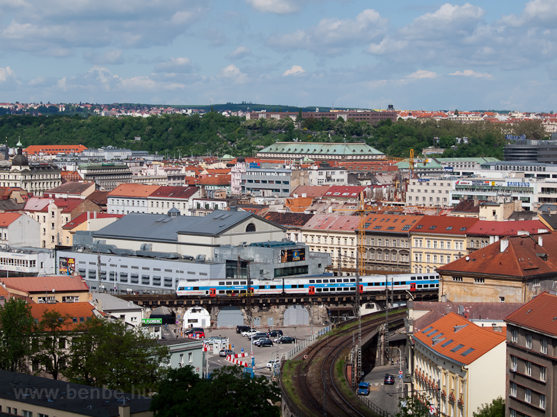 CityElefant érkezik Praha Masarykovo nádražíra fotó