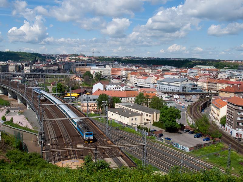 A ČD 362 109-1 és a 111 010-5 Praha hlavní nádražín fotó