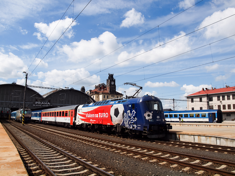 The ČD 380 011-7 seen at Praha hlavní nádraží photo