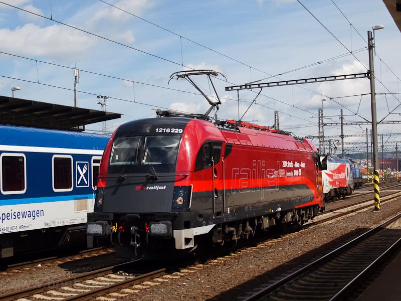 Az ÖBB 1216 229  railjet  Praha hlavní nádraží állomáson fotó