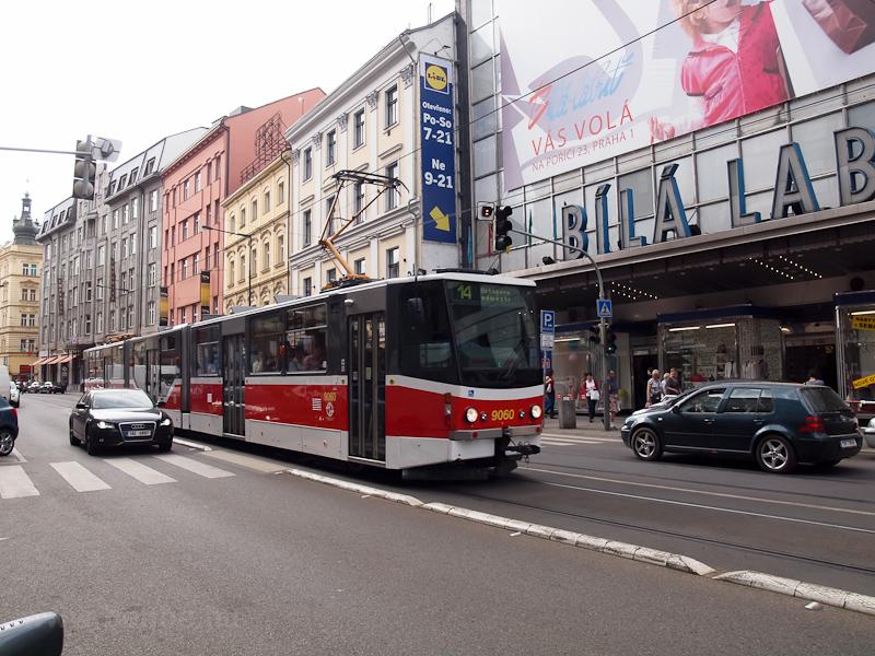 A 9060-as Tatra KT8D5 villa fotó