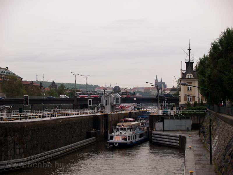 T6A2-es szerelvény Prágában fotó