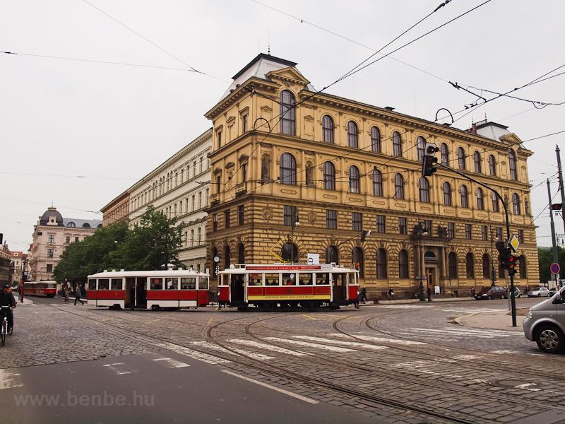 A 2272 pályaszámú prágai nosztalgia-villamoskocsi a Jan Palach téren fotó