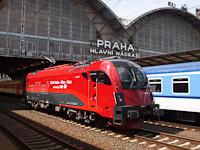Az ÖBB 1216 229 <q>railjet</q> Praha hlavní nádra&#382;í állomáson
