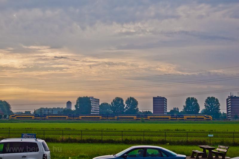 An NS class 8600 or 8700 VIRM trainset seen between Amsterdam Holdendrecht and Breukelen photo