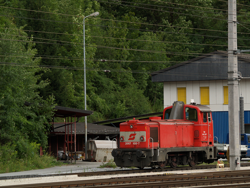The ÖBB 2067 108-7 seen at  photo