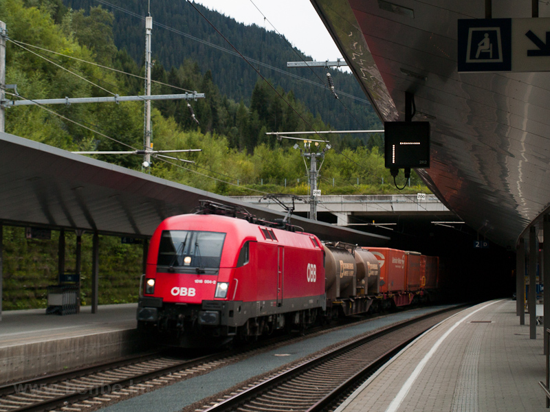 The ÖBB 1016 004-2 seen hau photo