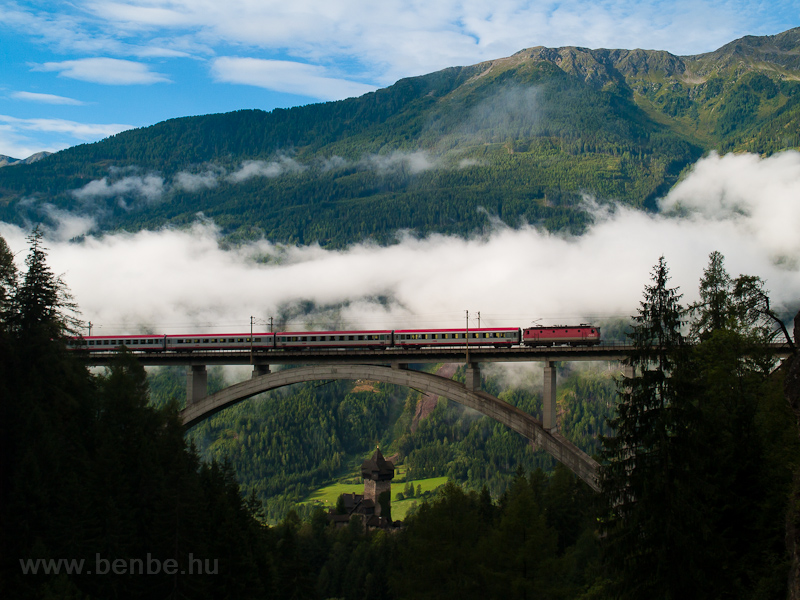 An ÖBB 1144 seen with an InterCity train between Penk and Oberfalkenstein on the Falkensteinbrücke photo