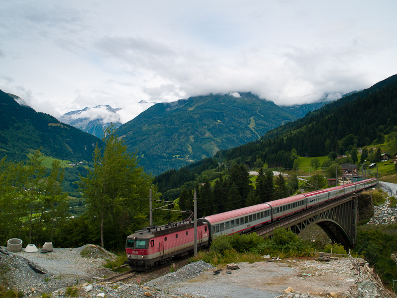 The ÖBB 1044 080 seen between Angertal and Bad Hofgastein Haltestelle photo