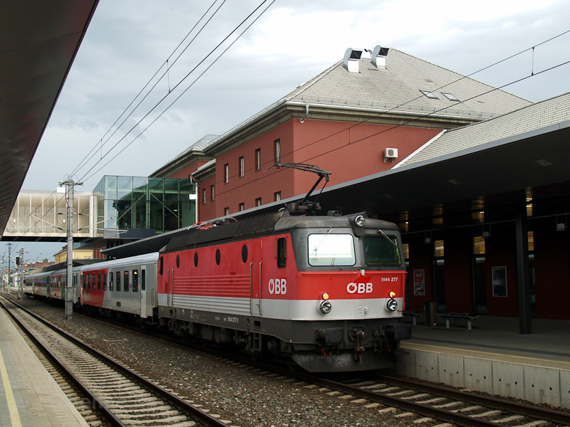 The ÖBB 1144 277 seen at Kl photo