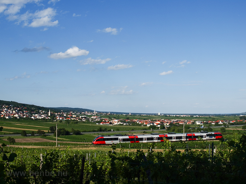An ÖBB 4124  seen between W picture