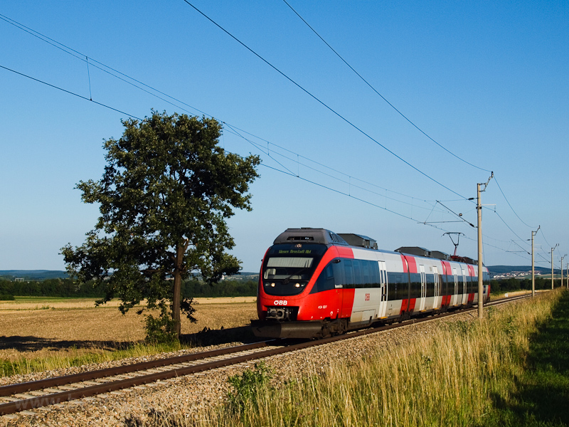 The ÖBB 4124 022-7 seen bet picture