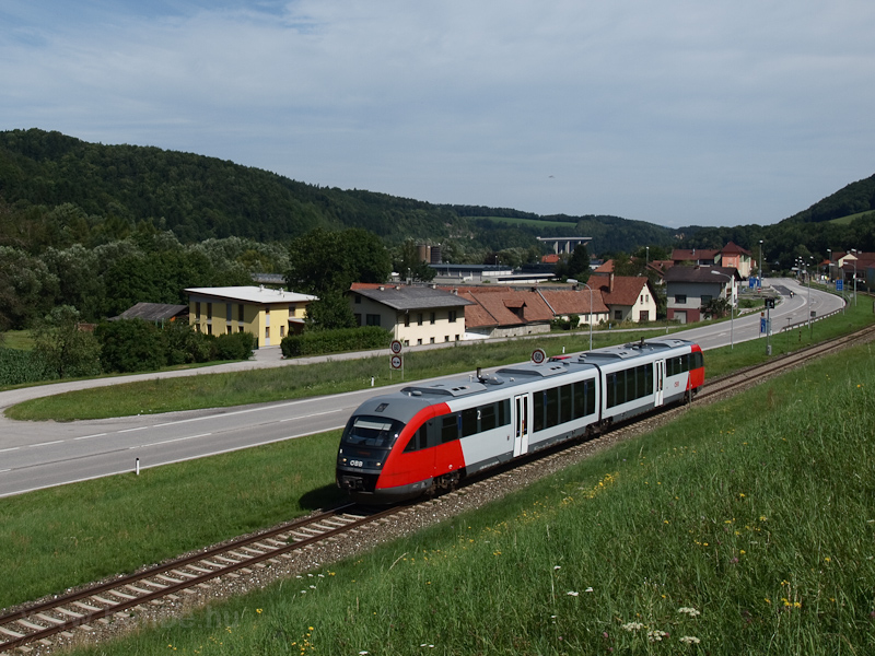 The ÖBB 5022 044-9 seen bet picture