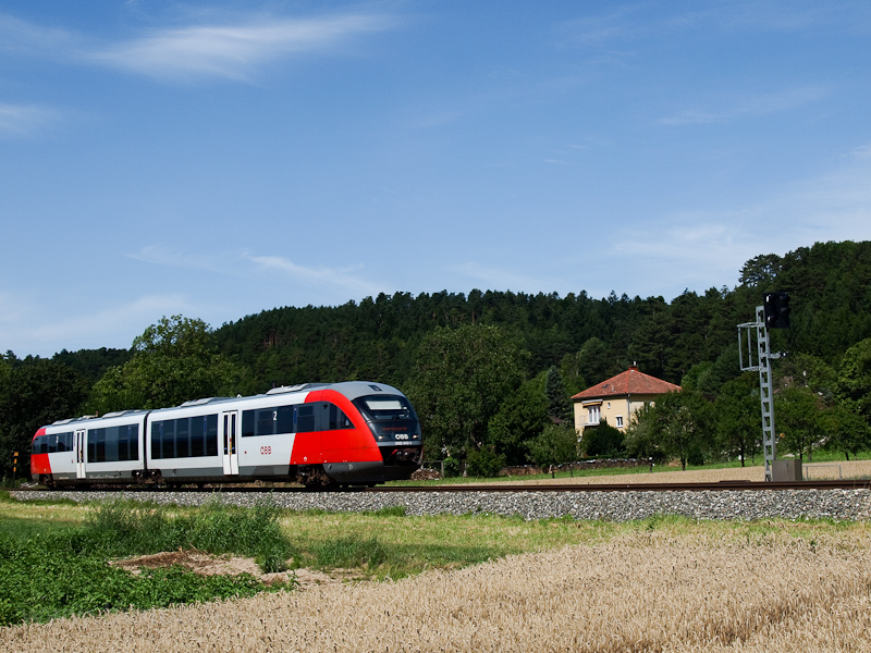 The ÖBB 5022 043-1 seen bet photo