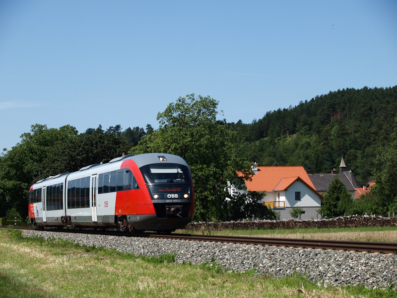 The ÖBB 5022 055-5 seen bet photo