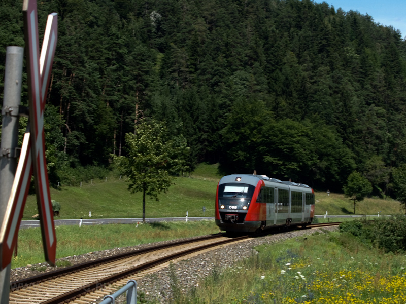 The ÖBB 5022 054-8 seen bet photo