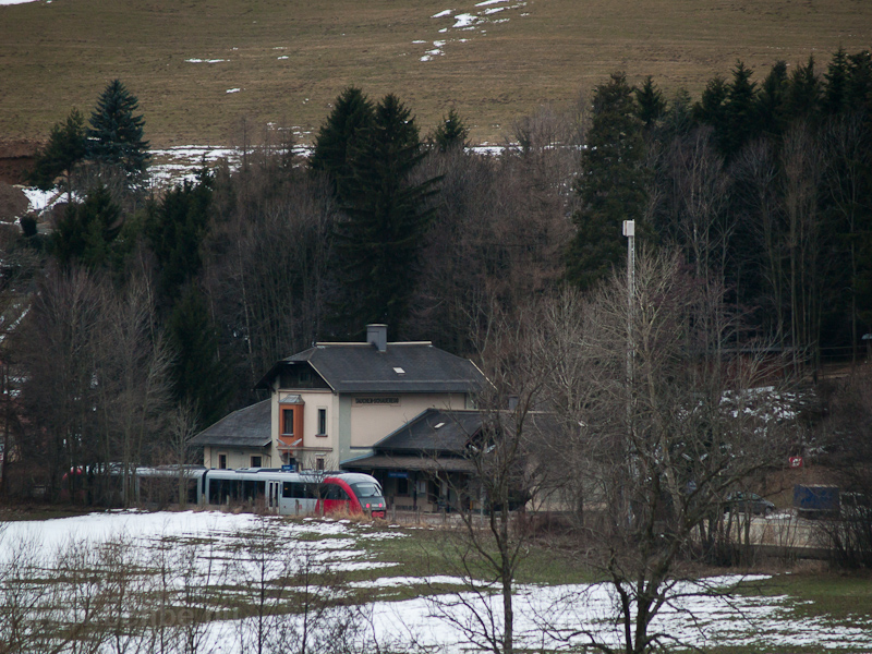 The ÖBB 5022  seen at Tauch photo