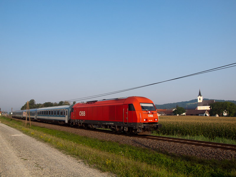 The ÖBB 2016 096 seen hauli picture