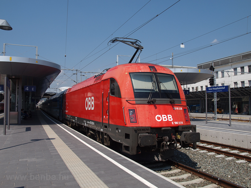 The ÖBB 1216 226 seen at Gr photo