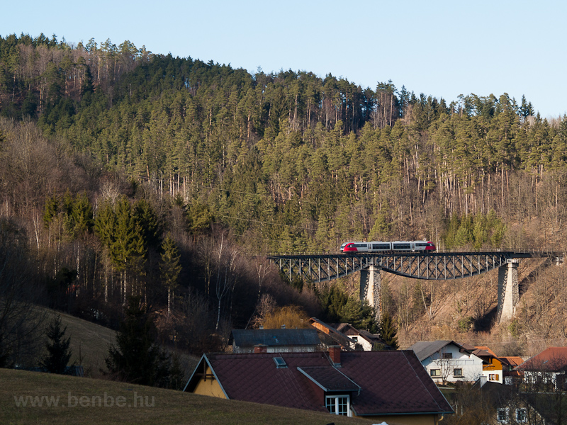 An ÖBB 5022  seen between Dechantskirchen and Rohrbach-Vorau on the Lafnitz-Viadukt photo