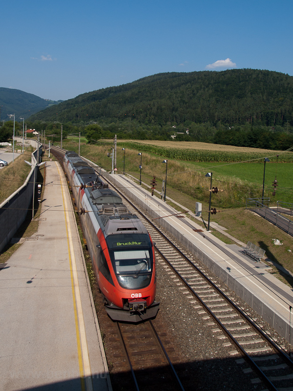 The ÖBB 4024 040-0 seen at  photo