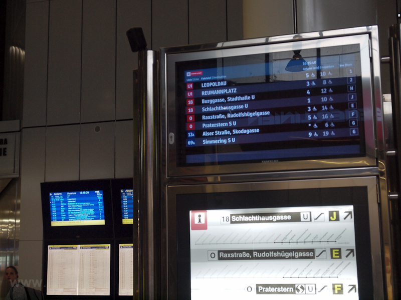 Wien Hauptbahnhof photo