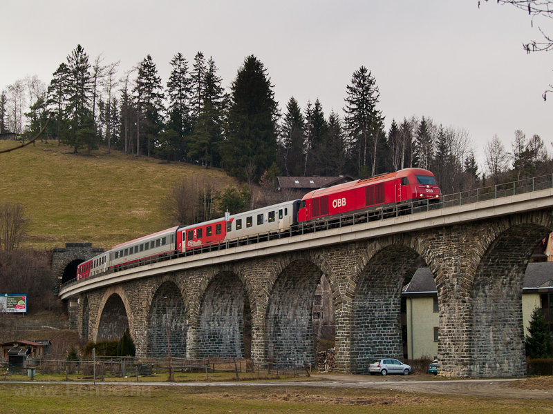The ÖBB 2016 042 seen between Aspang Markt and Ausschlag-Zöbern on the Murtalviadukt photo