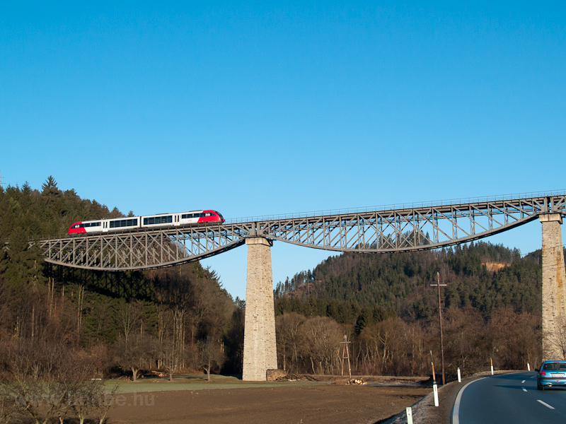 An ÖBB 5022 seen between Ro photo