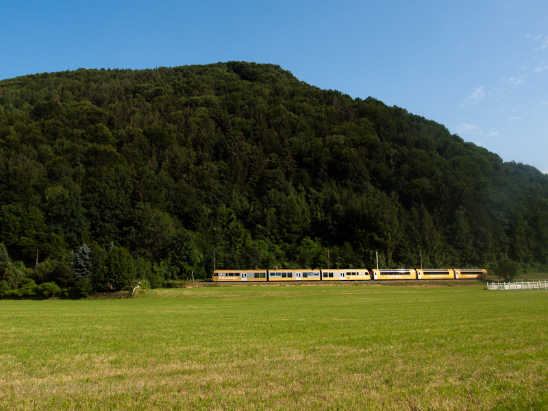The NÖVOG Himmelstreppe ET 8 seen between Schwerbach and Kirchberg an der Pielach photo