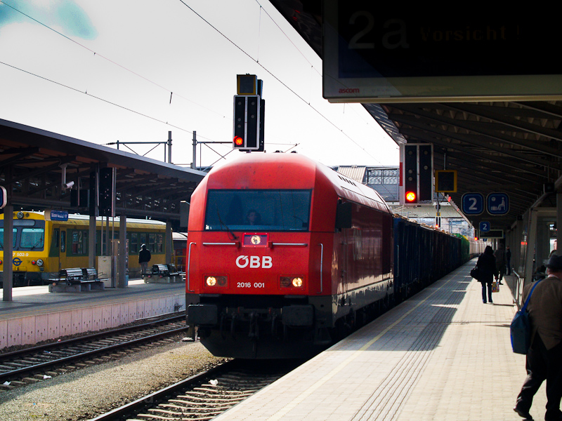The ÖBB 2016 001 seen at Wi photo