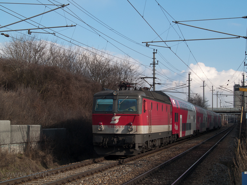 The ÖBB 1144 276-1 seen bet photo