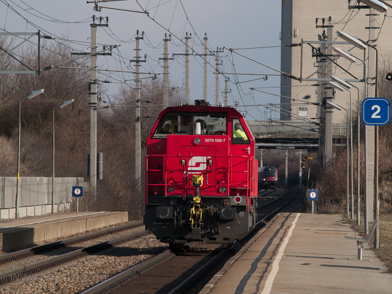 The ÖBB 2070 059-7 seen at  photo