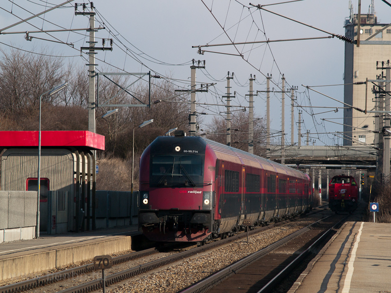 The ÖBB 80-90.714 railjet d photo