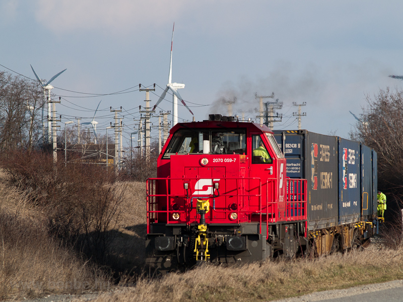 The ÖBB 2070 059-7 seen between Parndorf and Neusiedl am See on the old connecting line from Hungary photo