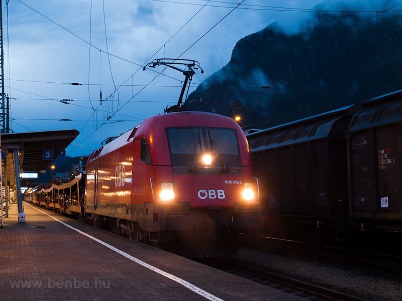 The ÖBB 1016 013-3 seen at  photo