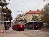 A Wiener Linien 4303 pályaszámú E2-es villamosa a Reumannplatzon