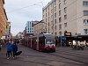 A Wiener Linien 735 pályaszámú ULF-es villamosa a Reumannplatzon
