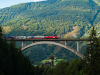 An ÖBB 1116 seen with a Ro-La train between Penk and Oberfalkenstein on the Falkensteinbrücke