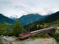 Az ÖBB jellegzetesen fakó 1044 080 pályaszámú Alpesi Porszívója Angertal és Bad Hofgastein Haltestelle között a régi Angerschluchtbrückén