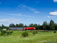 Egy ÖBB Rh 2016 Herkules előfogatol egy GYSEV 447-es ikermotorkocsit Ágfalva és Sopron-Ipartelep között