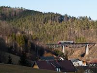Egy ÖBB 5022  Dechantskirchen és Rohrbach-Vorau között a Lafnitz-Viadukton