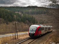 The ÖBB 5022 033-2 seen between Sinnersdorf and Schäffernsteg in the Pinka valley