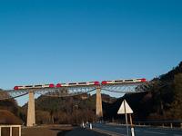 Egy ÖBB 5022 csatolt egység Rohrbach-Vorau és Dechantskirchen között a Lafnitz-viadukton
