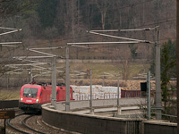 The ÖBB 1116 140-3 seen between Payerbach-Reichenau and Küb