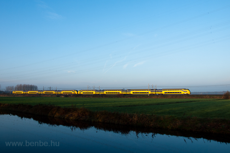 A Nederlandse Spoorwegen VIRM seen between Voorschoten and De Vink photo