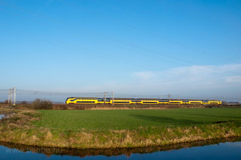 A Nederlandse Spoorwegen VIRM motorvonata Voorschoten és De Vink között fotó