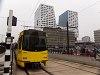 Az utrechti gyorsvillamos ideiglenes végállomása, a háttérben a Centraal Station modern szárnyával