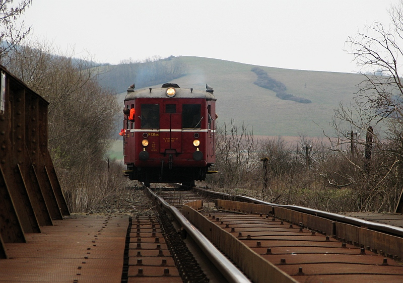 Az M 131.1053 Nógrádszakálnál az Ipoly-hídon fotó