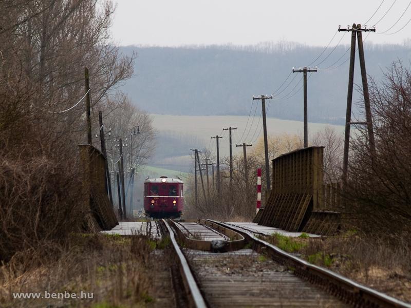Az M 131.1053 a Rapp és Losonc közötti Ipoly-hídon fotó